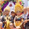 Balinesen sind sehr gastfreundlich: hier wurde unsere Gruppe spontan zur Hochzeit eingeladen