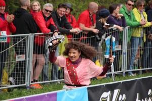 Der Rennsteiglauf ist bekannt für die ausgelassene Stimmung unter den Teilnehmern.