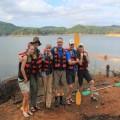 Mit dem Kanu paddelten wir über den Stausee Samanala