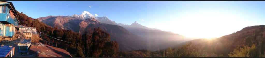 Blick von einer Hütte auf Annapurna Süd und Machapuchare