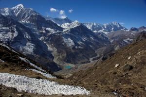 Blick vom Ice-Lake (4600 m) auf Gangapurna (7454 m), Khangsar Kang (7485 m) und Tilicho Peak (7134 m) (v.l.n.r.).
