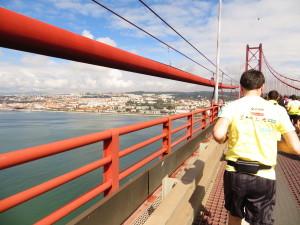 Portugals Hauptstadt stets im Blick... Traumhafte Aussichten erwarten die Läufer auf den ersten Kilometern.