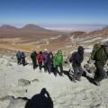 Aufstieg auf den Cerro Toco, im Hintergrund die Salzpfanne der Atacama-Wüste