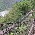 Über Hängebrücken in der Taroko-Schlucht