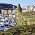 Der Hafen von Horta ist ein beliebter Treffpunkt bei Seglern