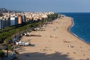 Auch im Februar ist der Strand eine wertvolle Trainingsgrundlage. Und wer sich nicht halten kann, springt einfach mal ins Meer ... :-)