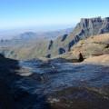 Die letzten Meter des Tugela-Baches, ehe er zum zweithöchsten Wasserfall der Welt wird