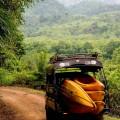 Per Kajak geht es auf dem Nam-Khan-Fluss stromabwärts