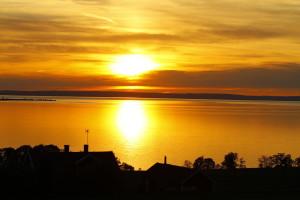 Sonnenuntergang und Sonnenaufgang liegen in den Mittsommernächten dicht beieinander.