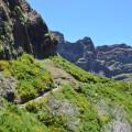 Im Inselinnern ersteckt sich eine schroffe Gerbirgswelt