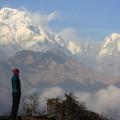 links im Bild: Annapurna Süd (7219 m); rechts im Bild: Hiunchuli (6441 m)