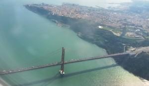 Beim Landeanflug auf Lissabon: die Brücke Ponte 25 de Abril