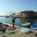 Fischer beim Netzflicken im Hafen von Gallipoli