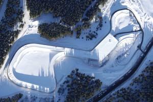 Fehlt der Naturschnee, steht die Skihalle mit ihrem 2-km-Rundkurs zur Verfügung.