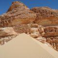 Farbenfrohe, erstaunlich abwechslungsreiche Wüstenlandschaft
