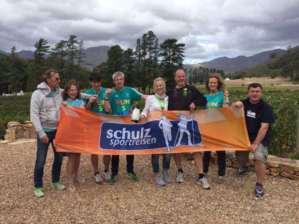 Unsere Reisegruppe zum Two Oceans Marathon im April 2016 mit Reiseleiter Andree (rechts)