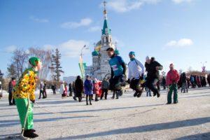 Start und Ziel vor einer der schönsten sibirischen Kirchen (Siberian Ice Marathon)