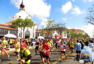 35.000 Läufer passieren die historische Markthalle Mercado da Ribeira