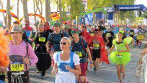 2016 starteten 8906 Läufer, nahezu alle kostümiert