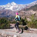 Im Hintergrund: Der siebthöchste Berg der Welt. Der Dhaulagiri  (8167 m)