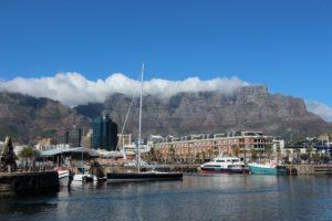 Kapstadts wohl berühmtestes Wahrzeichen: der über 1000 Meter hohe Tafelberg