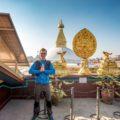 Stefan (schulz sportreisen) vor dem wieder aufgebauten Boudhanath-Stupa – 2015 von den starken Erdbeben zum Teil zerstört