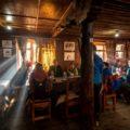 Übernachtung während der 13-tägigen Annapurna-Umrundung in Lodges mit gemütlichen Abenden am warmen Ofen