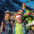 Glückliche Gesichter am höchsten Punkt des Annapurna Circuit – dem Thorung La (5416 m)