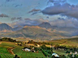 Das Hinterland von Kapstadt: spekatuläre Berge und leckerer Wein
