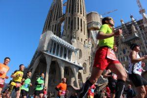... und auch an Gaudis wohl berühmtestem Bauwerk führt der Lauf vorbei – 2026, zu seinem 100. Todestag, soll die Sagrada Familia fertiggestellt sein
