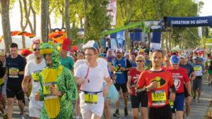 """Ein ganz besonderes Läuferfestival, u.a. dank der 8000 Teilnehmer in """"Spezialausstattung"""""""