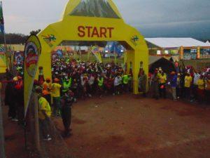 Der Marathon-Start im Morgengrauen