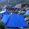 Sie übernachten in komfortablen Zwei-Personen Zelten ...