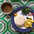 ... und werden mit sehr gutem Essen, wie Dhal Bat, gesund und lecker versorgt