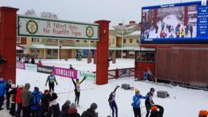 Der legendäre Zieleinlauf in Mora – hier beim Öppet Spar am Montag