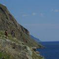 Kontraste pur: Die Weite des Baikal und steile Küsten