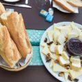 Korsisches Frühstück mit regionalem Käse und Feigenmarmelade