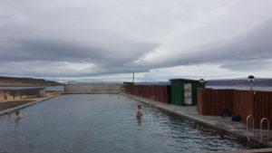 Darf bei einem Islandbesuch nicht fehlen: ein Sprung in einen Hot Pot