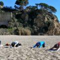 Strandvergnügen: Dehnung und Entspannung