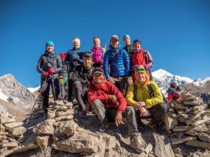 Unsere 2016er Gruppe in der Nähe des High Camp auf 4925 Meter ü.d.M., letzte Übernachtung vor der Überquerung des Thorung-La-Passes