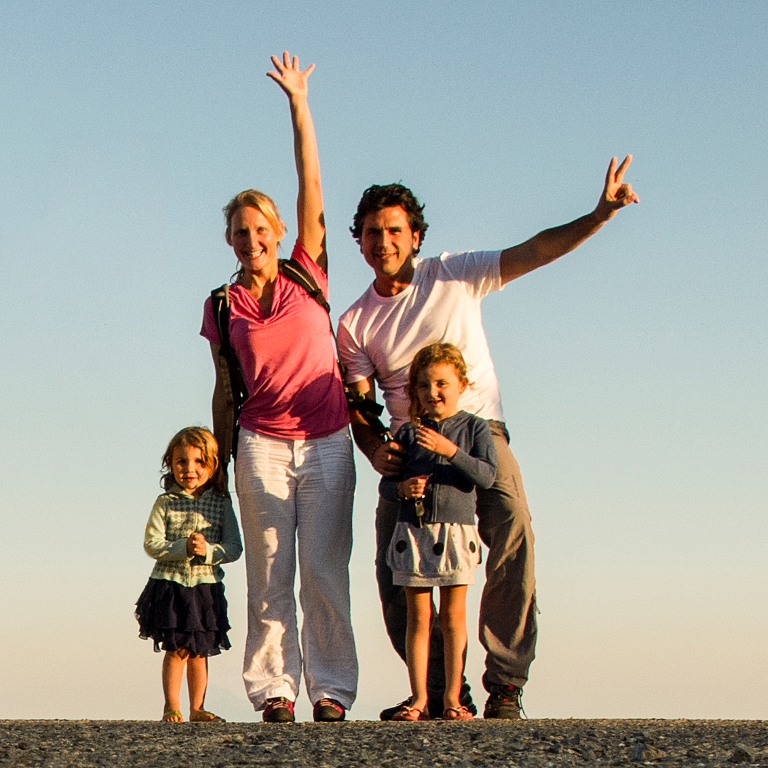 Familie Simoni mit Töchtern Sophia und Sarah