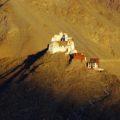 Das Namgyal Tsemo Kloster bietet ein eindringliches und farbenfrohes Fotomotiv