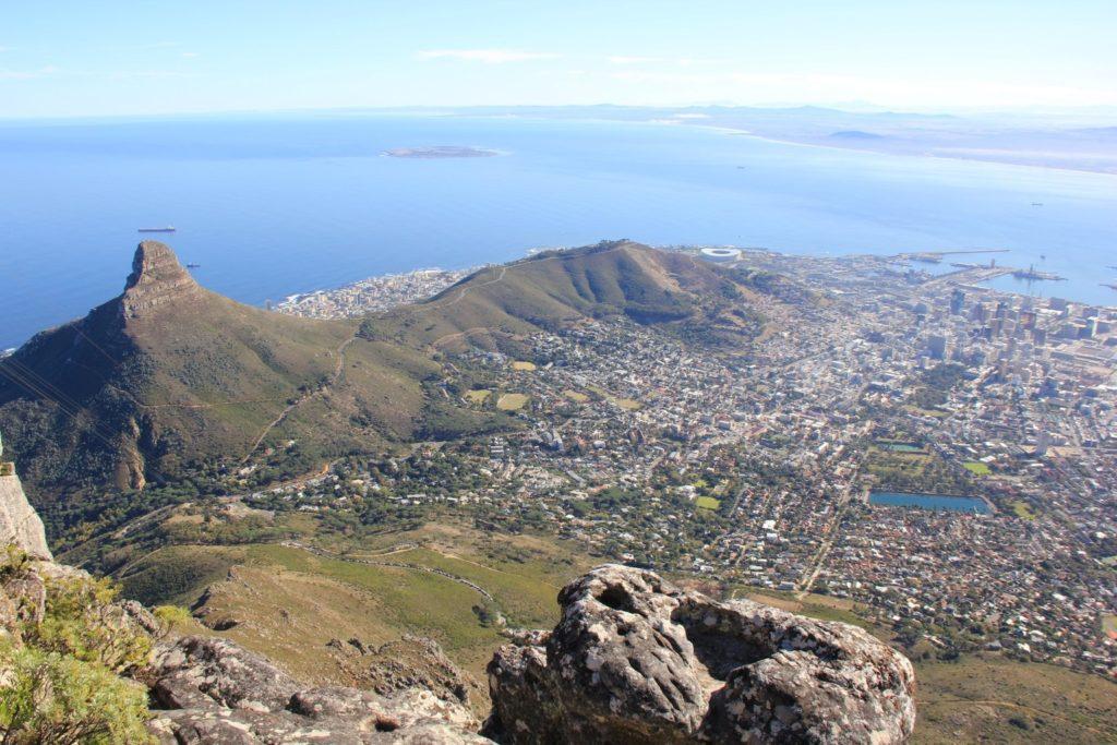 Wunderbare Aussicht vom Tafelberg auf Kapstadt. (8. Reisetag)