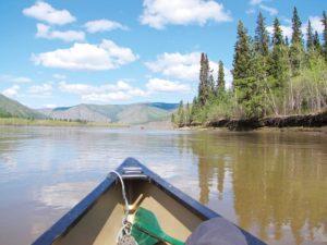 Mit dem Kanu erkunden Sie den Yukon von seinen Wasserstraßen aus