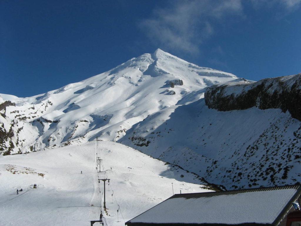 """Am """"schönsten Ende der Welt"""" übernachten Sie in der Ski-Lodge und können den Vulkankegel besteigen"""