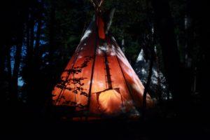 Im Indianercamp übernachten Sie in Tipis (c) Mayoke & Tourisme Manawan