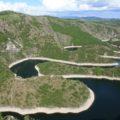 Wanderung mit Ausblicken auf den See Uvac