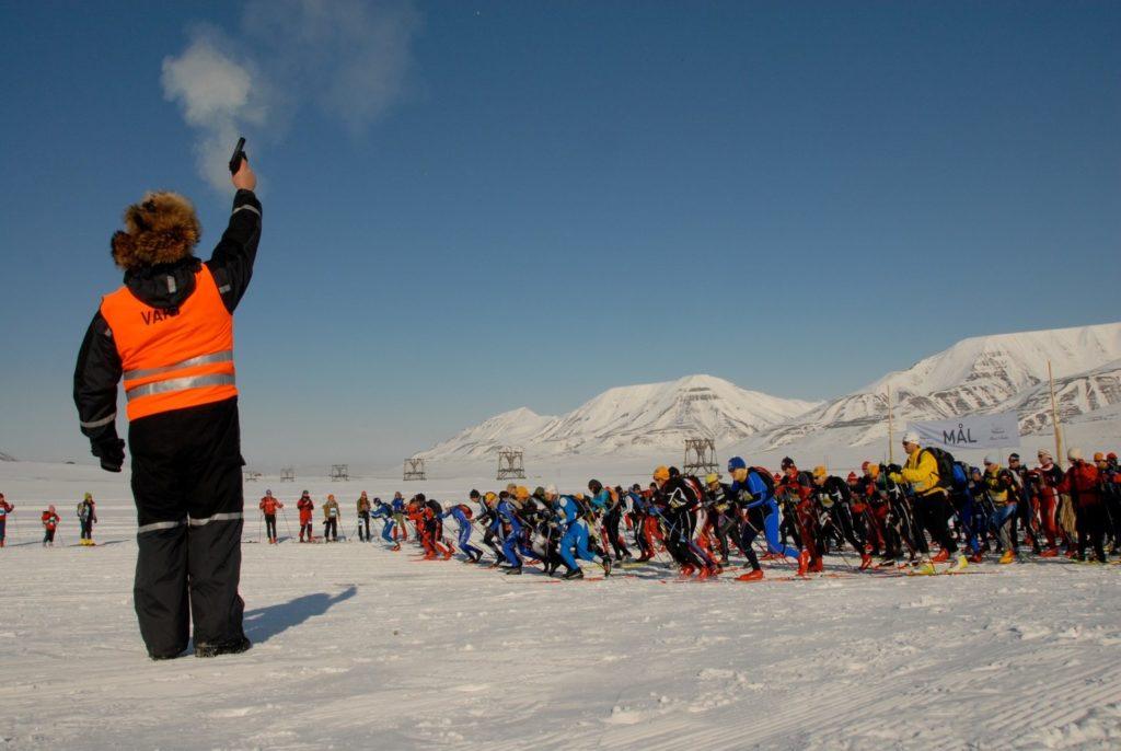 Start des Skimarathons ca. 8 km außerhalb von Longyearbyen