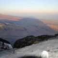 Pünktlich zum Sonnenaufgang sind Sie auf dem Gipfel des Ol Doinyo Lengai (Foto: David Parduhn)