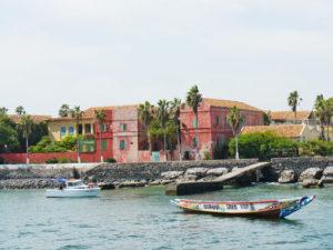 Ihre Reise beginnt an der Küste, unter anderem mit einem Besuch der Insel Gorée